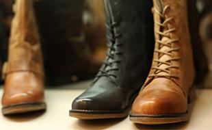 Protege tus zapatos de la lluvia con repelente para el agua.